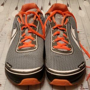 New Altra Lone Peak 2.5 Women's Sneakers. Sz.9.5.